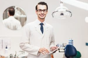 A dentist consultant